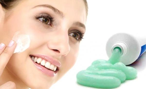Зубная паста на прыще