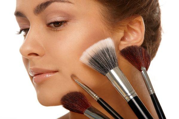 кисти для нанесения макияжа нужно очищать