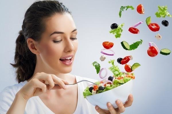 включать в рацион много овощей и фруктов