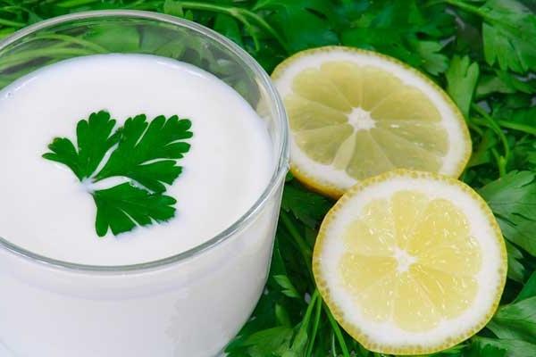 сок лимона, петрушка, кефир отбеливают кожу