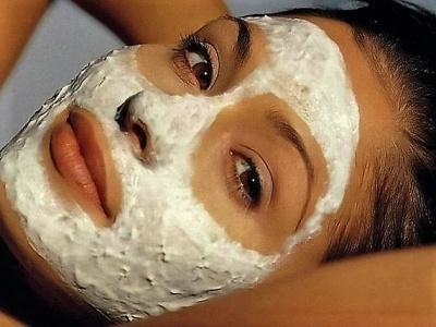 маска из творога и сметаны отбеливает и увлажняет кожу