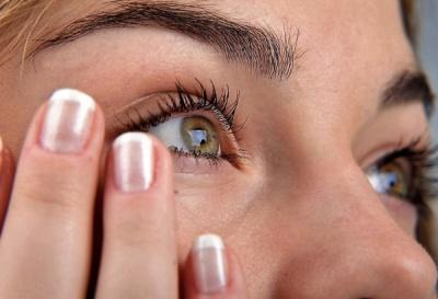нервный тик - это непроизвольное сокращение мышц вокруг глаза