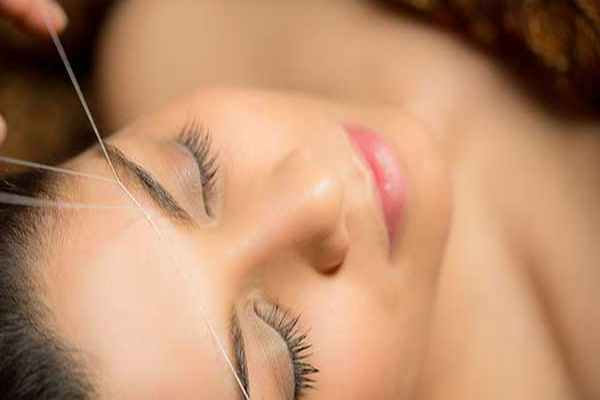 удаление волос на лице ниткой