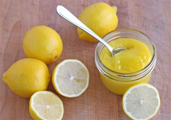 лимонный сок добавляют в маски для отбеливания кожи лица