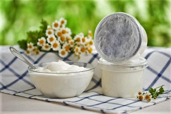 кисломолочные продукты убирают красноту и боль от ожога